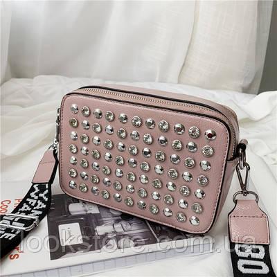 Маленькая женская прямоугольная сумка с камнями и заклепками розовая, фото 1