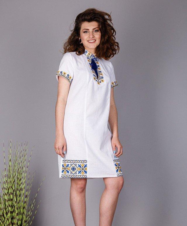 Женское платье- туника с современной вышивкой