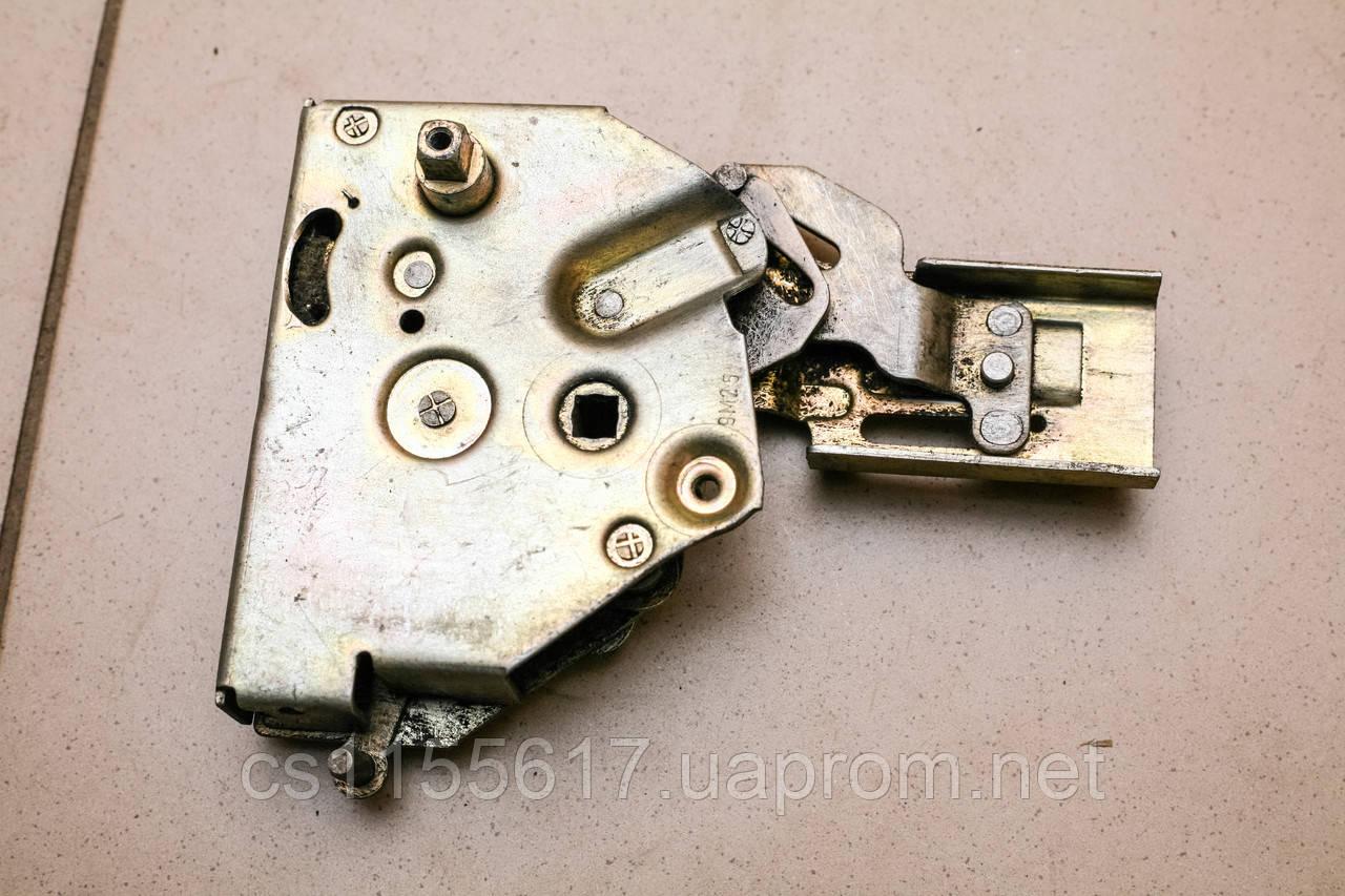 Замок двері розсувний лівий бік механ VW Transporter T2 T3 ( 1979-1992 ) 252843653A