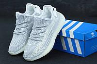 Мужские кроссовки Adidas Yezzy 350 серые с рефлективными шнурками топ-реплика