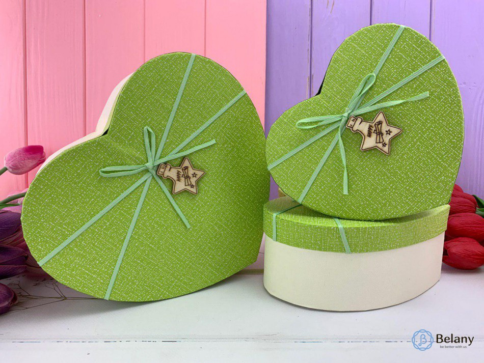 Праздничная упаковка яркий зеленый цвет STAR набор 3 шт разные размеры в форме сердца