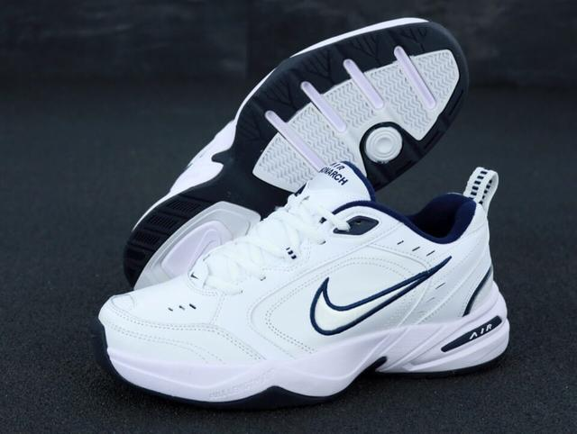 Белые кожаные кроссовки Найк Монарх 4 фото