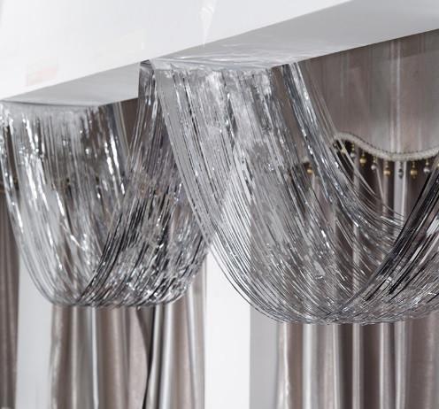 Гирлянда из серебристого дождика - (длина 4,5 метра, ширина 0,5метра), есть скотч, двухсторонняя