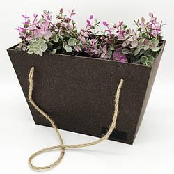 Подарочная коробка в форме трапеции с веревкой
