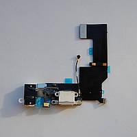 Шлейф Apple iPhone 5s коннектора зарядки, коннектора наушников, с компонентами, с микрофоном белый