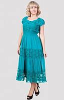 Модное женское платье украшено вставками с гипюра больших размеров