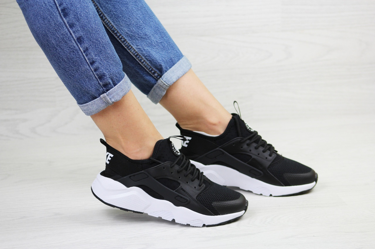 Женские кроссовки Nike Huarache (черно-белые)