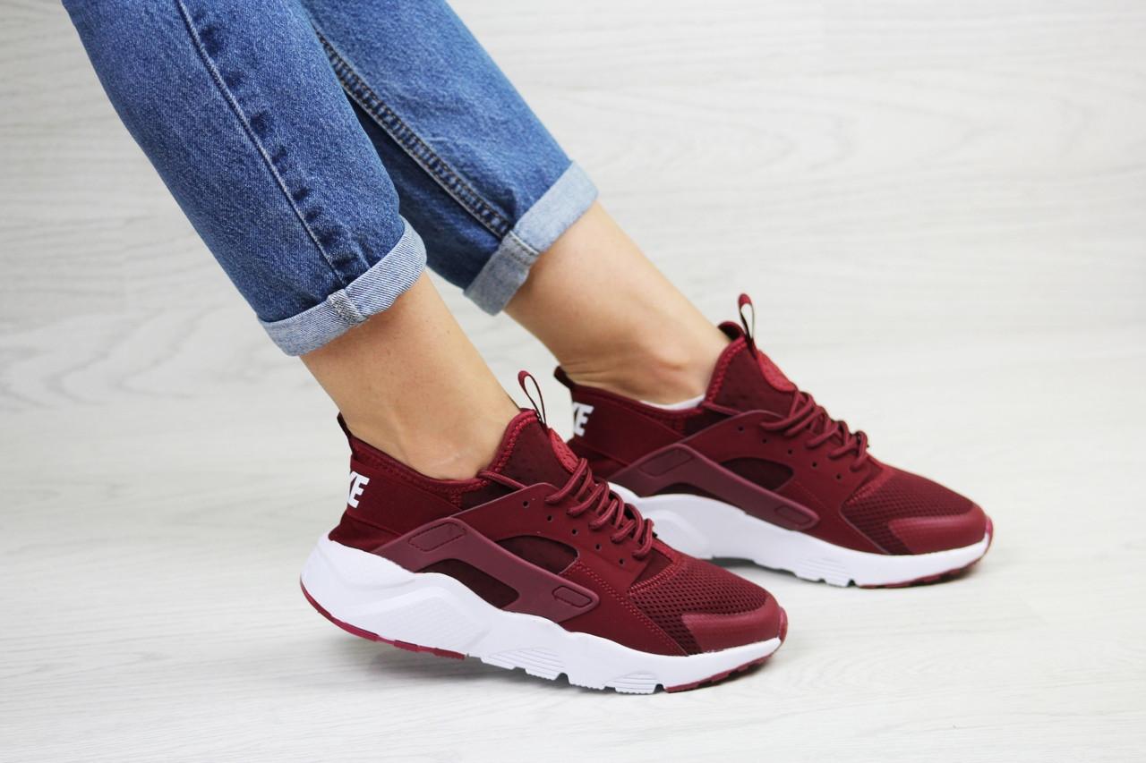 Женские кроссовки Nike Huarache (бордовые)