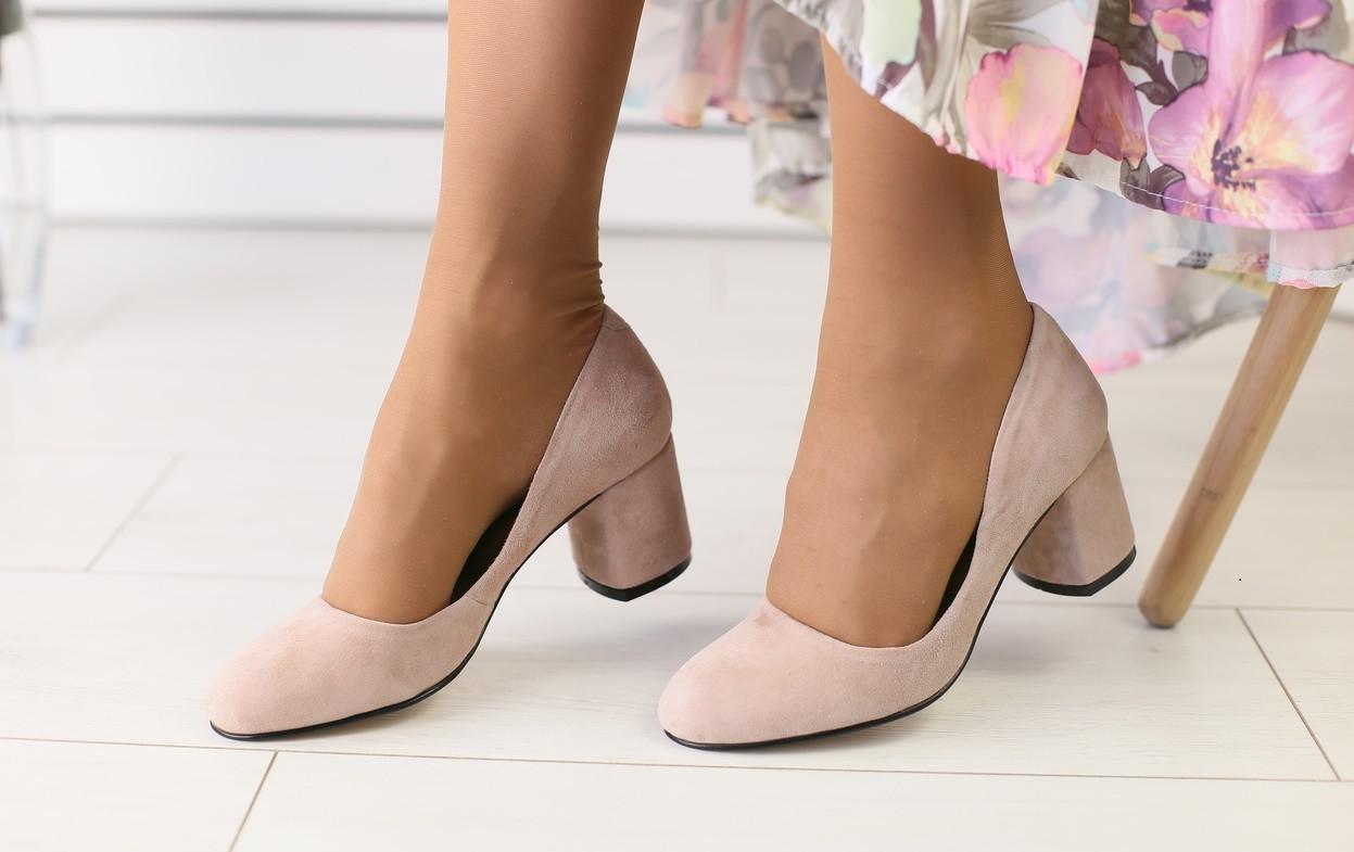 62b365a75 Женские туфли-лодочки на каблуке, материал - натуральная замша, бежевый -  Интернет-