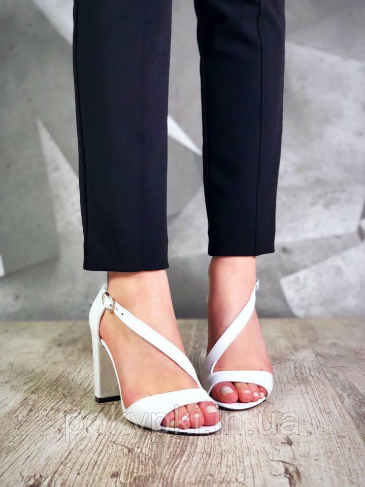 6ef27d24e30c Классические женские босоножки кожаные с ремешком на высоком каблуке белые  - Bigl.ua