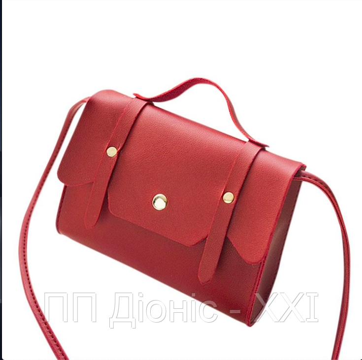 Женская сумка на плечо красного цвета