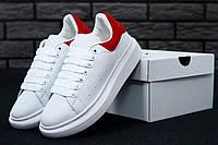 Женские белые кожаные кеды Alexander McQueen с красной пяткой