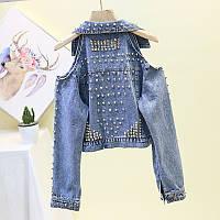 Женская джинсовая куртка с открытыми плечами и шипами синяя, фото 1