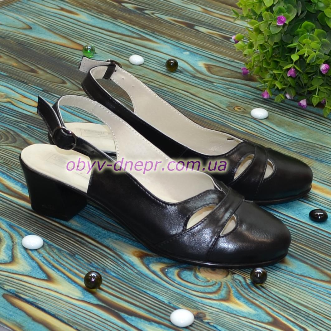 Женские кожаные босоножки на невысоком каблуке, цвет черный