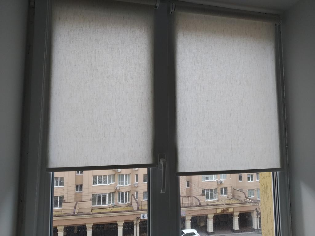 Рулонные шторы Flax балкон. Тканевые ролеты Флекс квартира