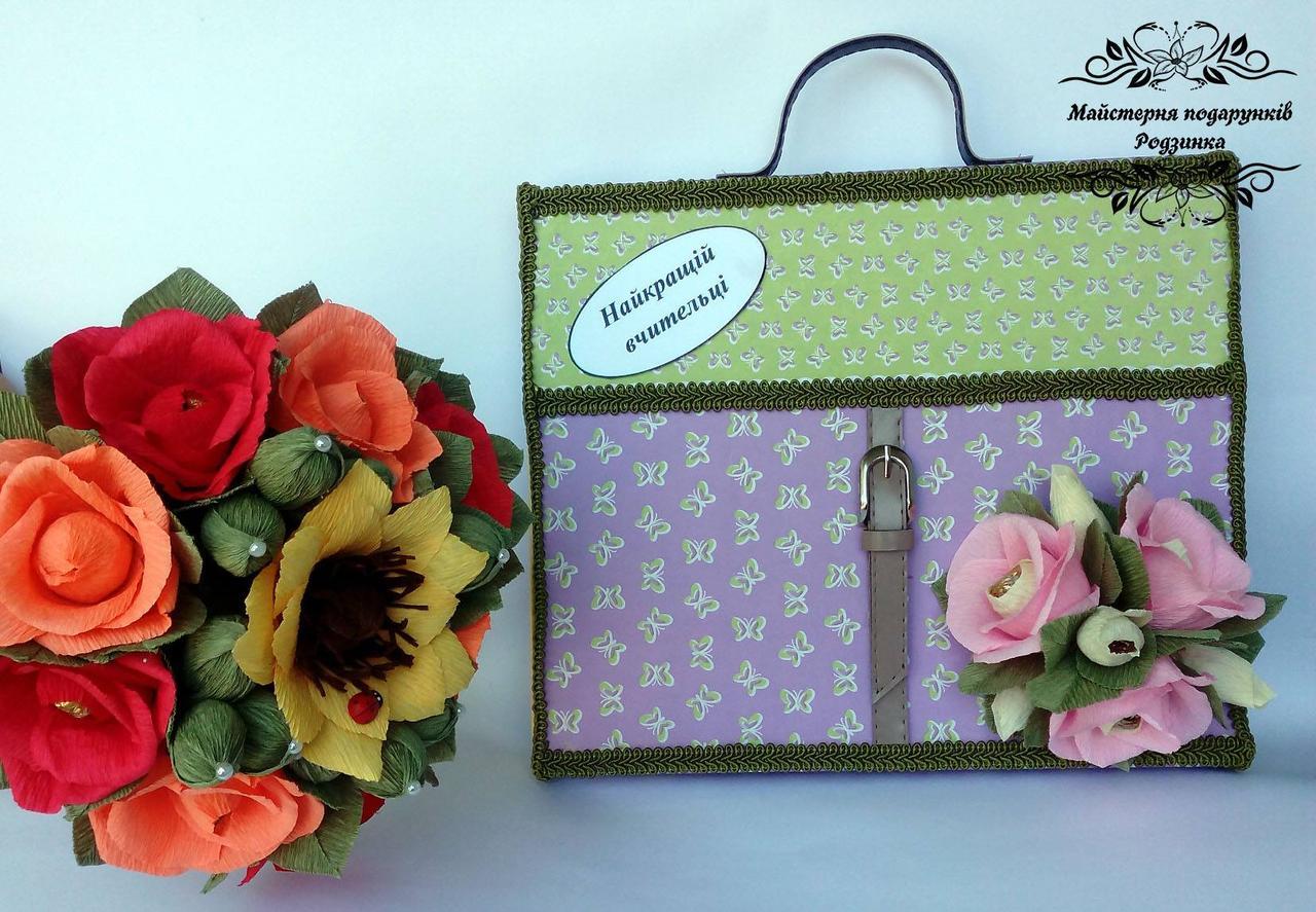 """Подарункова коробка з цукерками та привітаннями портфель """"Найкращій вчительці"""""""