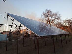 Первый массив расположен на железной ферме на 30 солнечных батарей.