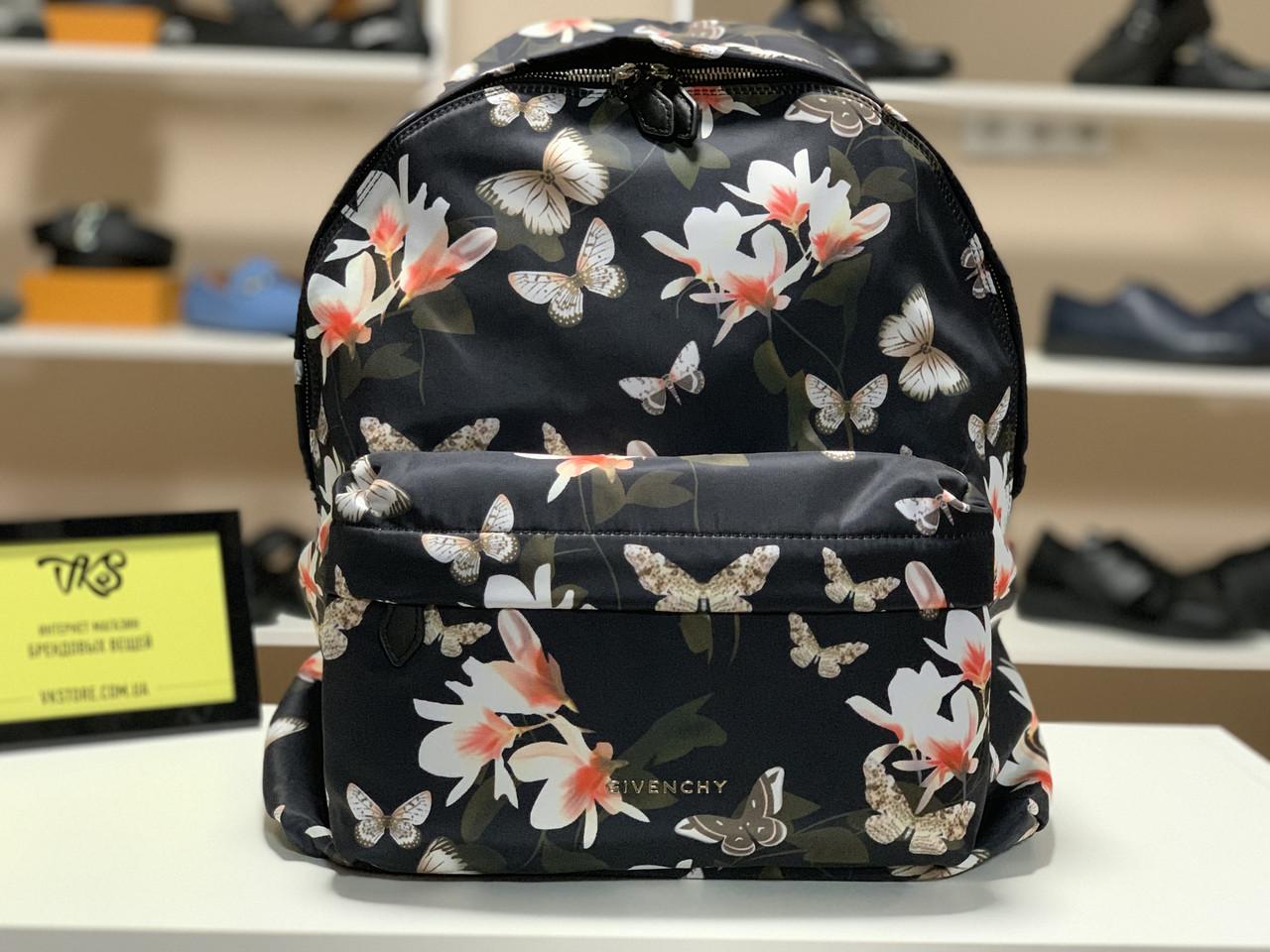 Рюкзак от Givenchy