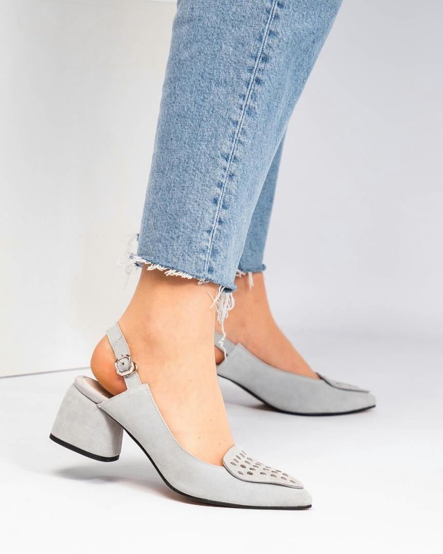 Туфли женские с заклепками серые