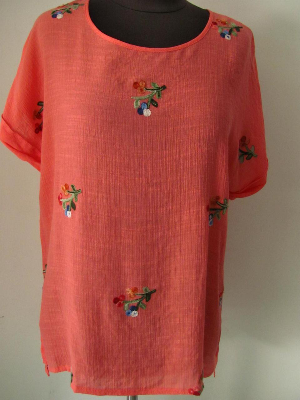 Блуза- футболка прямого кроя с вышивкой  из штапеля двух цветов, ботал, (р-р.48)  Код 1235М