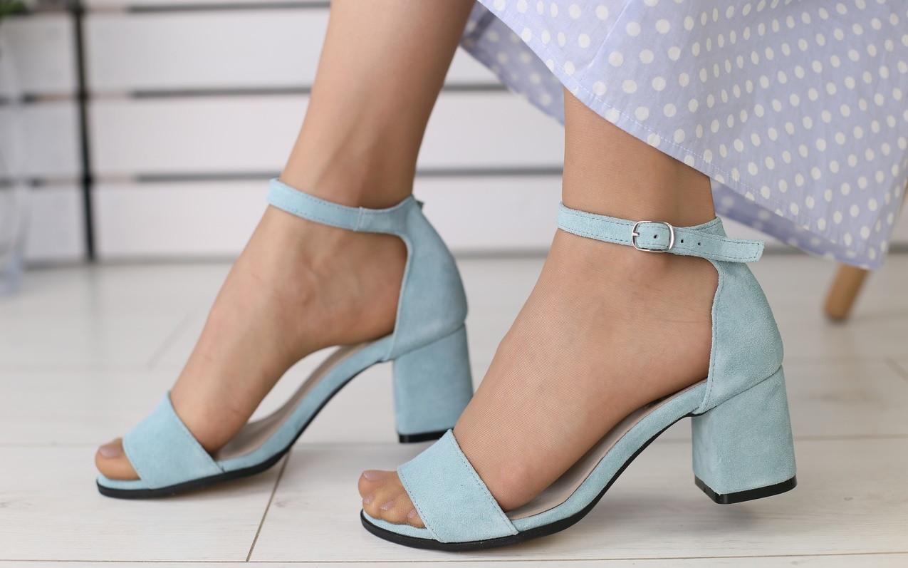 91b741f3d654 Босоножки женские на маленьком каблуке, материал - натуральная замша, код  FS-7331-3. ...