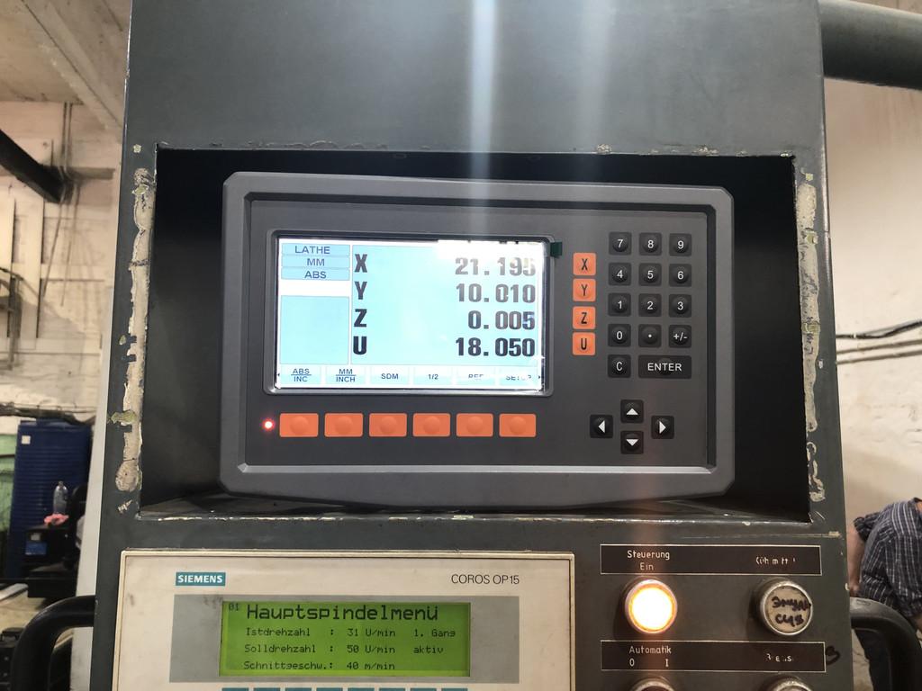 Установка четырехкоординатного устройства цифровой индикации DG-4V с LCD Display на лоботокарный станок LIEBER