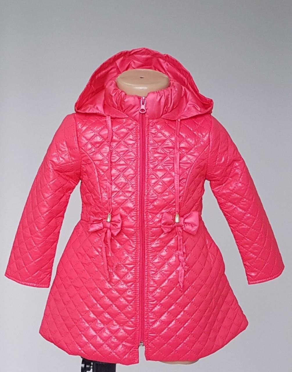 Детская курточка украшенная бантиками с воротником стойка
