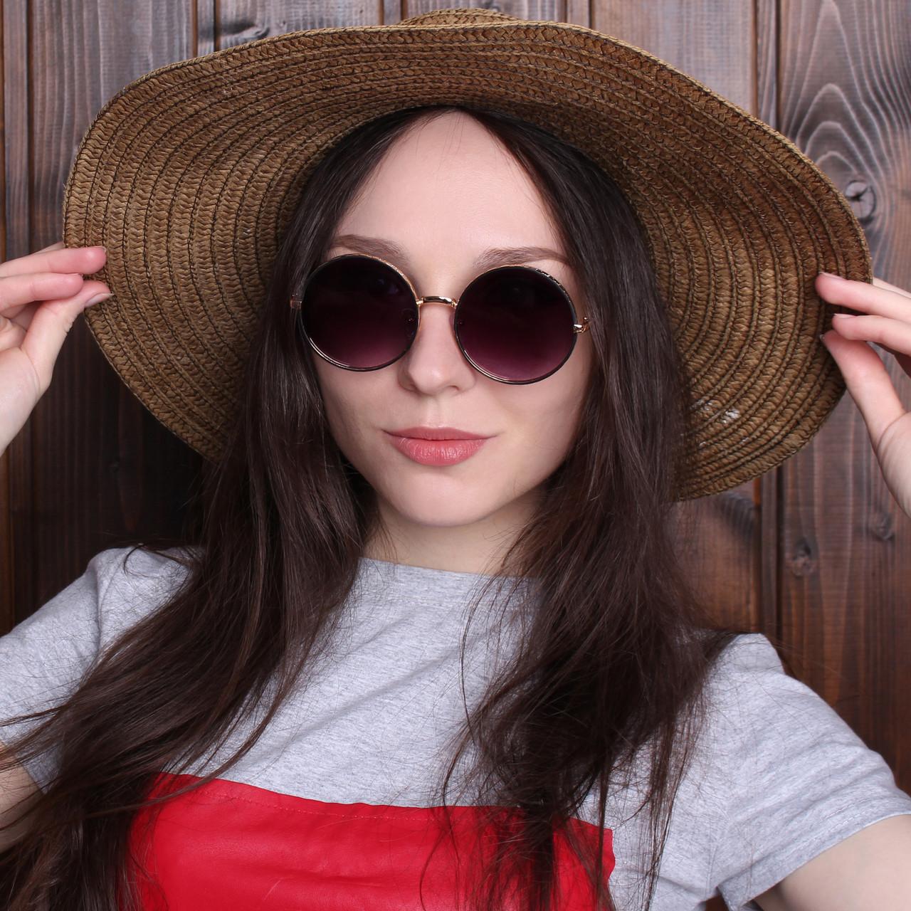 Женские солнцезащитные очки в золотой оправе