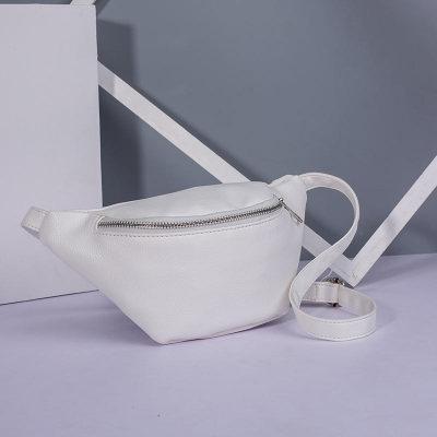 Женская поясная сумка на пояс с экокожи белая