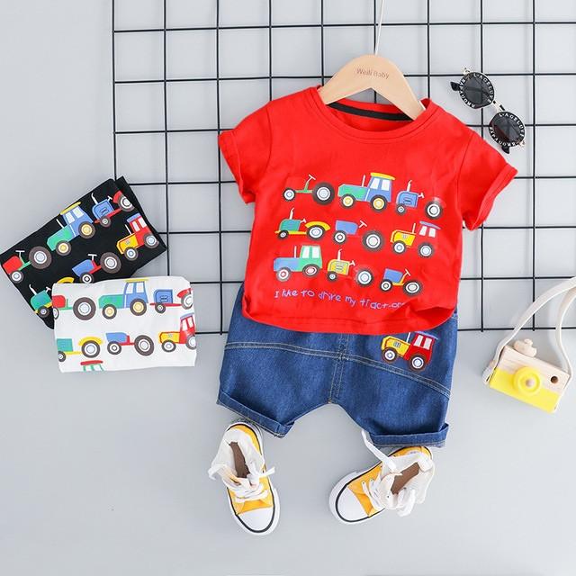 Летний костюм на мальчика  футбока +шорты джинс 2-3 года красный Машинки