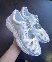 Белые летние кеды полуоткрытые легкие с перфорацией кожаные подошва в форме медвежонка, дышащая обувь женская