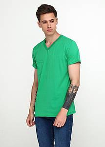 Летняя мужская футболка с V-образным вырезом