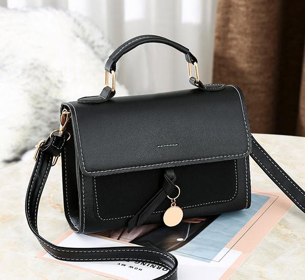 Модная женская сумка сундук с брелком