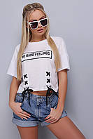 Белая короткая женская футболка со шнуровкой и надписью No hard feelings Шани