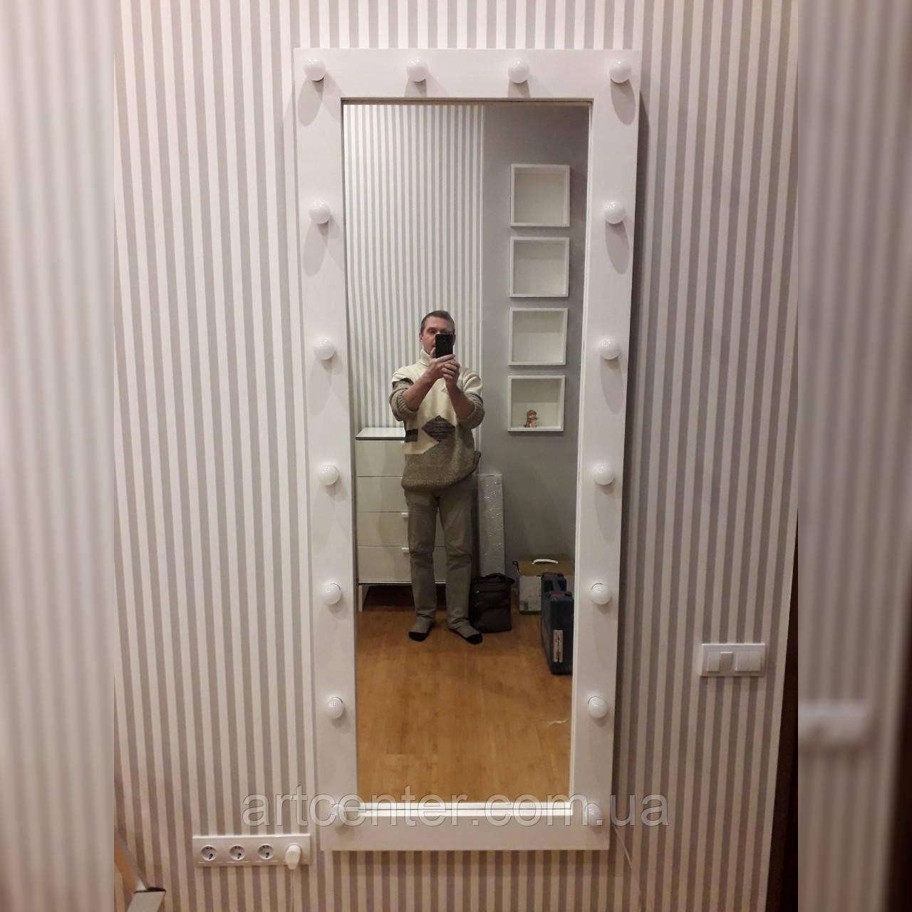 Ростовое зеркало в деревянной раме с подсветкой