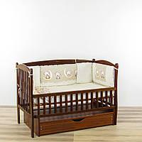 Бортики подушки в кроватку новорожденного  мишки на луне бежевого цвета