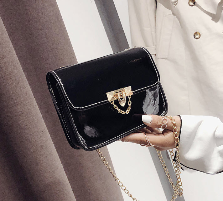 Модная глянцевая сумка сундучок на цепочк