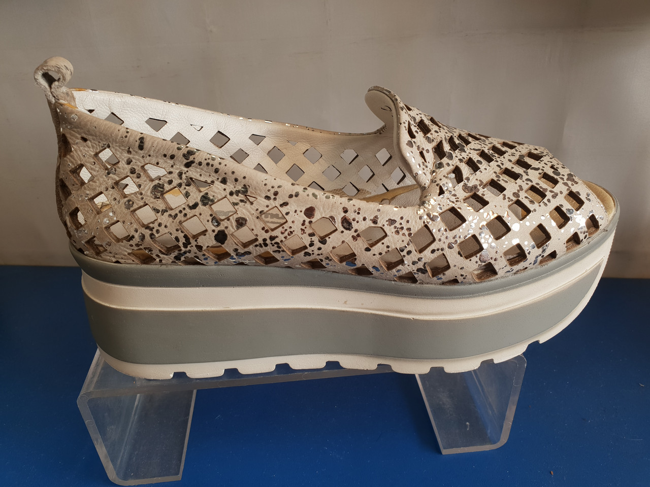 Женские кожаные открытые туфли