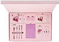 Набор косметики Kylie Jenner (тени, хайлайтеры, пигменты, матовые помады) (розовый)