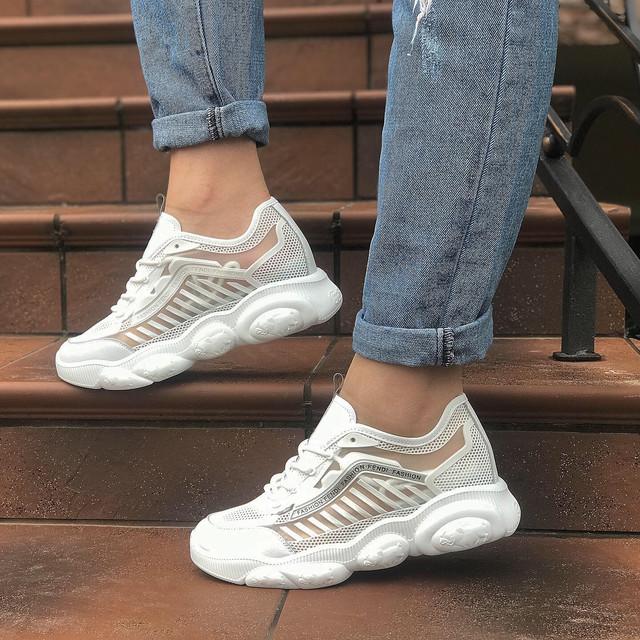 Удобная  Кроссовки из нашей коллекции имеют эргономичную посадку, мягкие материалы, амортизирующие подошвы.  Модная  Каждая модель кроссовок оформлена с учетом последних трендов. Это модная и популярная коллекция, которую очень любит молодежь.  Стильная  Наши кроссовки идеально дополнят спортивный look, подойдут под джинсы, современные повседневные платья, юбки разных фасонов, леггинсы и шорты.  Доступная  Торговля через Интернет и наличие у нас собственного склада гарантирует вам низкие цены на всю коллекцию спортивной обуви.