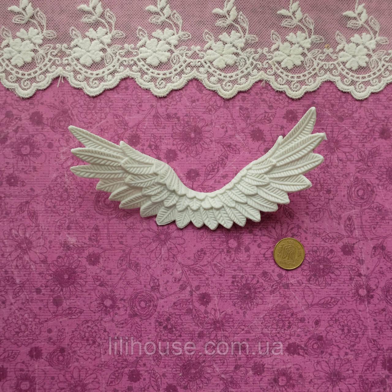 Крылья светло-серые, 11*4.5 см