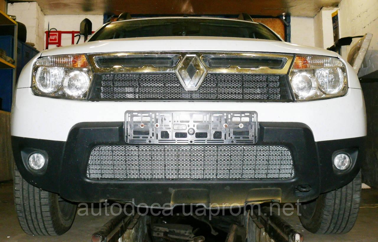 Декоративно-защитная сетка радиатора Renault Duster фальшрадиаторная решетка, бампер