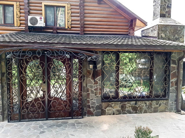 Кованые решетки ручной работы на окна и двери -1