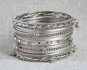 Индийские браслеты  с подвесками под серебро