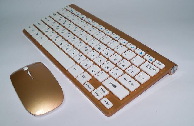 Беспроводная клавиатура с мышкой 902 золотая