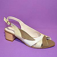 Женские кожаные босоножки на невысоком устойчивом каблуке от производителя