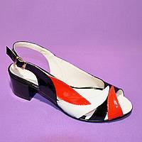 Женские цветные босоножки из натуральной лаковой кожи, на невысоком устойчивом каблуке от производителя, фото 1