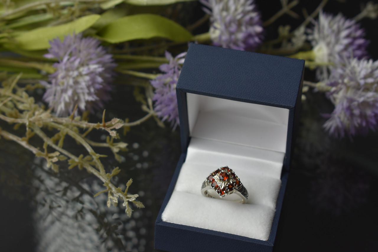 Серебряное кольцо 925 пробы с Альмандином