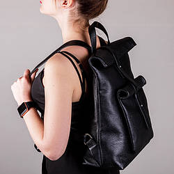 Рюкзак вместительный с накладным карманом ,пошив из натуральной кожи в любом цвете.