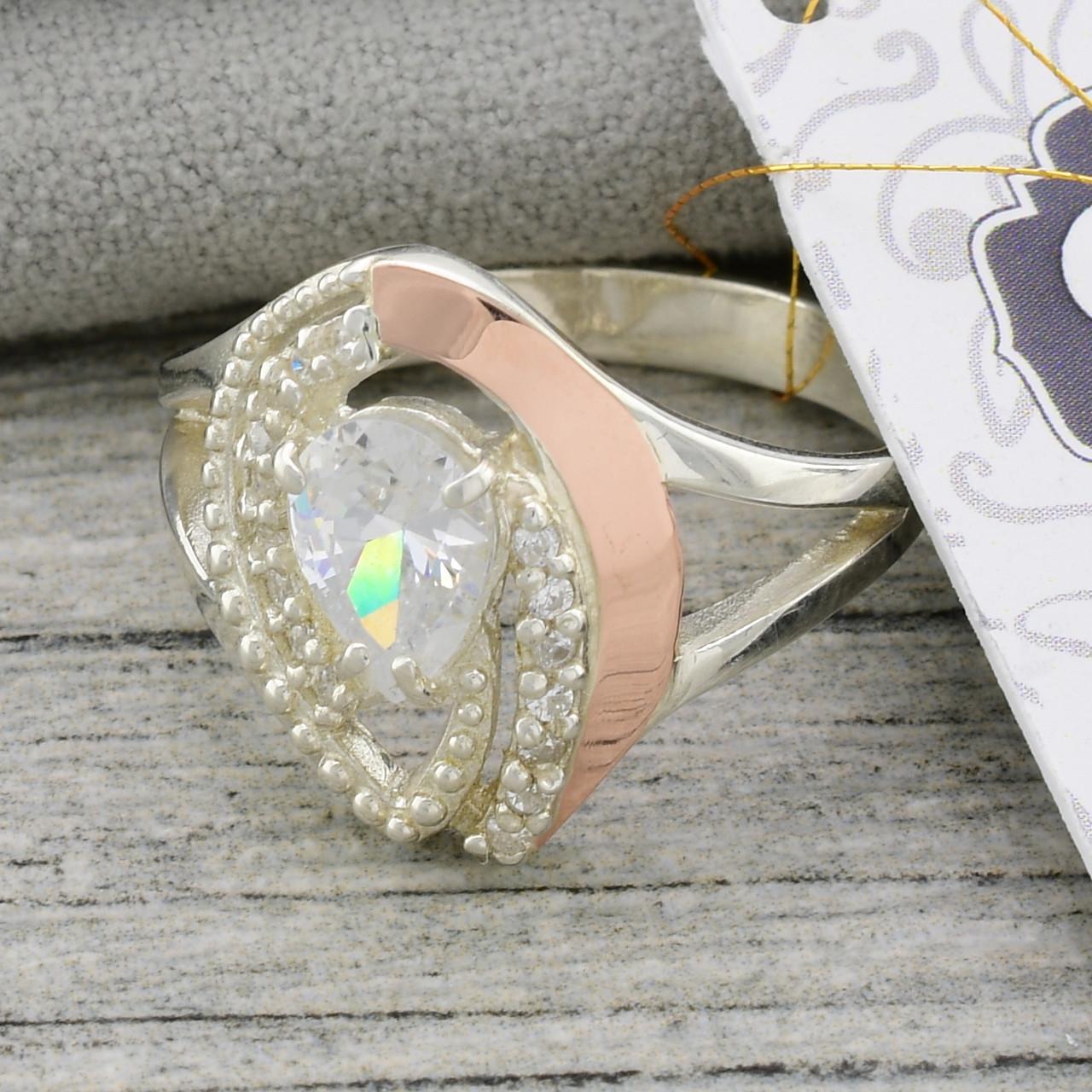 """Серебряное кольцо с золотыми пластинами """"Грейс"""", вставка белые фианиты, вес 4.0 г, размер 19"""